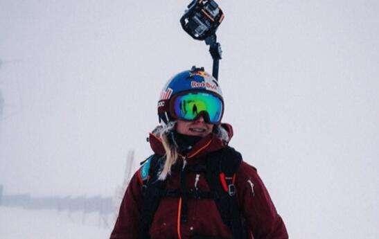 滑雪女运动员为了极限巅峰这游戏而牺牲?