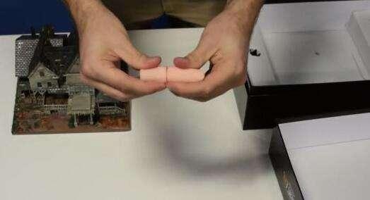 《生化危机7》豪华典藏版开箱 手指U盘变了