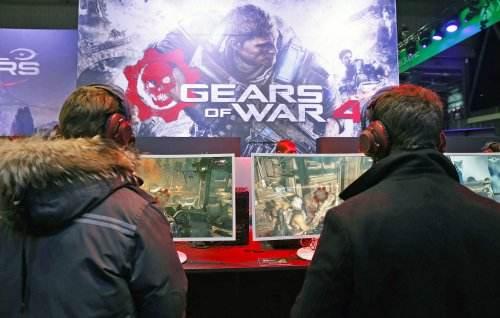 手柄大战鼠标 《战争机器4》支持跨平台对战