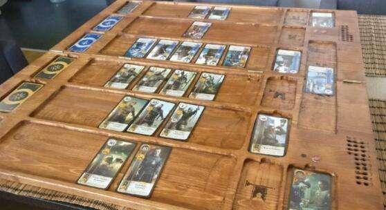 打牌也能把妹 玩家自制巫师昆特牌桌送女友