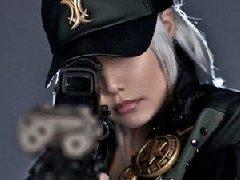 小姐姐扛枪超霸气 螺旋猫COS穿越火线女战士