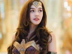 泰国美女COS《神奇女侠》 网友:一定是男的