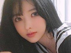 亚洲第一美少女阿英:靠身材赚辆保时捷