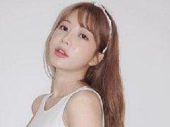 韩国一家网吧因性感美女网管生意火爆