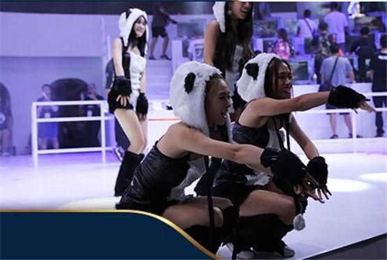 萌舞团现场互动 太极熊猫3小姐姐狩猎不停