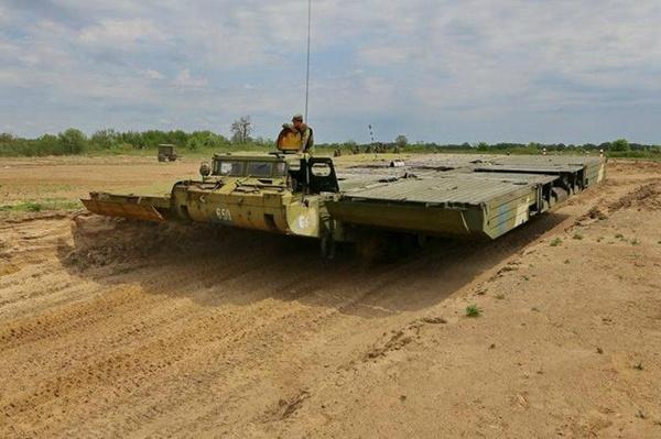 多图详说俄罗斯PMM-2自行舟桥展开全程